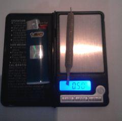 baseado de meio (0,5) grama na smoking brown