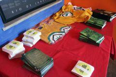 camisas_livros_adesivos.jpg