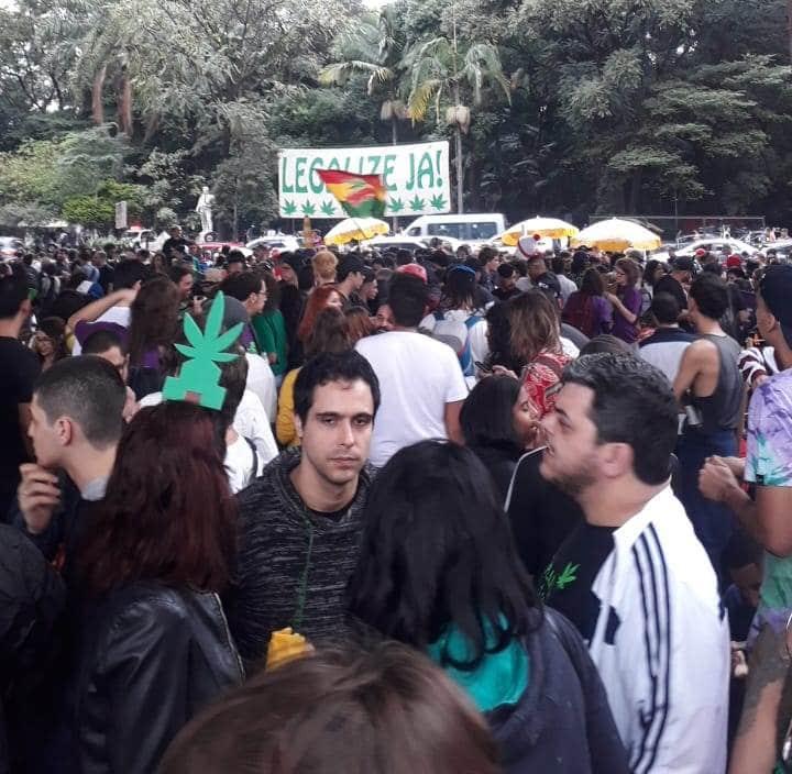 Concentração da Marcha da Maconha 2019 no vão do Masp em São Paulo.