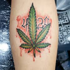 tatuagem folha de maconha 420
