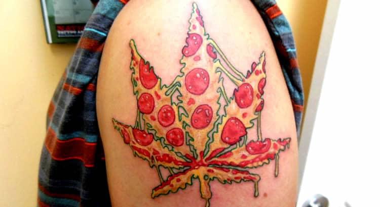 tatuagem de maconha com pizza