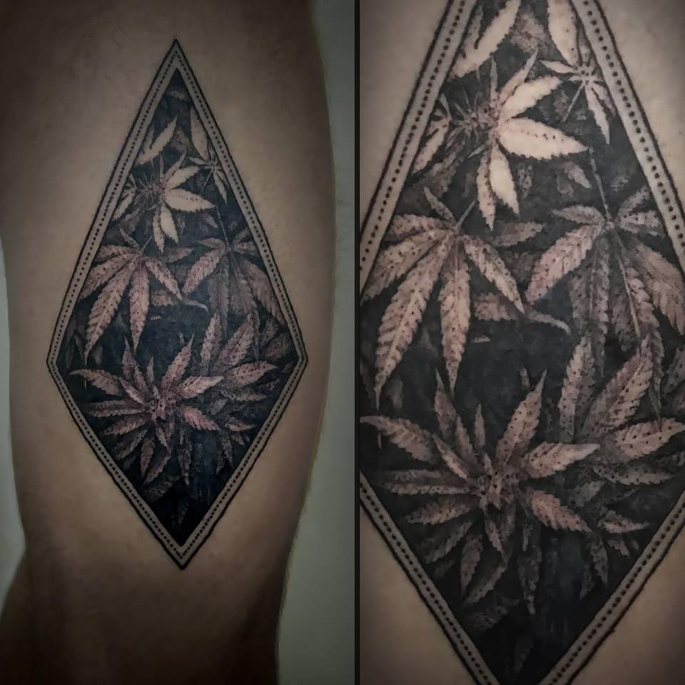 tatuagem de maconha masculina