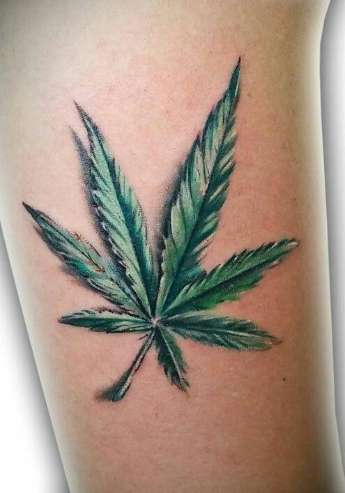 tatuagem da folha de maconha