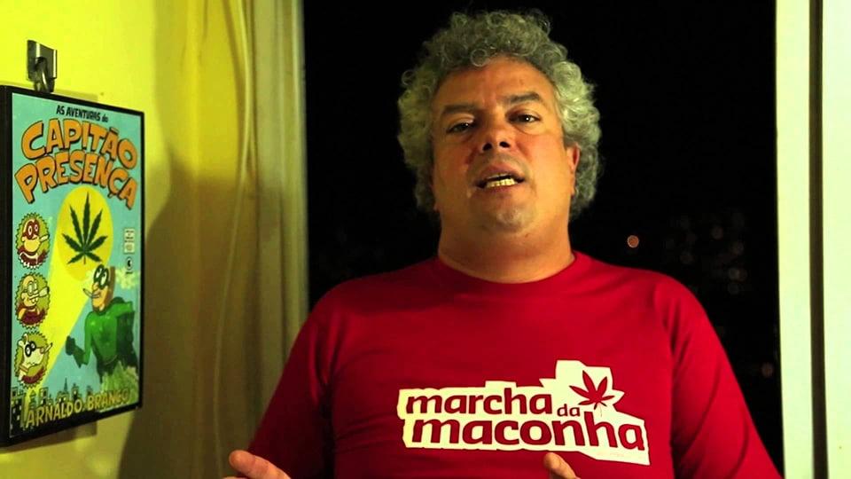 André Barros com camiseta da Marcha da Maconha